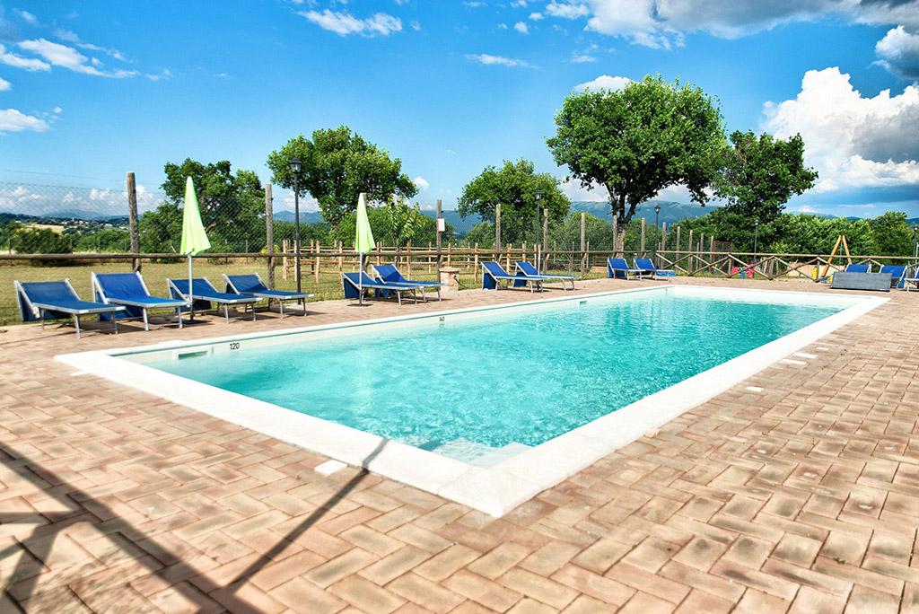 la-piscina-casale-dei-mattonari-umbria
